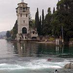 Fallito il tentativo di recupero della chiatta affondata  a Gardone Riviera